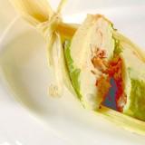 Tamal de hoja santa en salsa roja